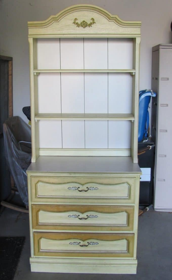 Bon It Is The Typical 1980u0027s Little Girlu0027s Bedroom Hutch With 1980u0027s Paint. Not  Sure Why The Two Bottom Drawers Were A Slightly Different Color That The  Rest Of ...