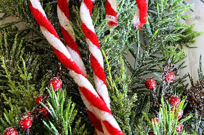 DIY Pipe Cleaner Candy Canes For Christmas