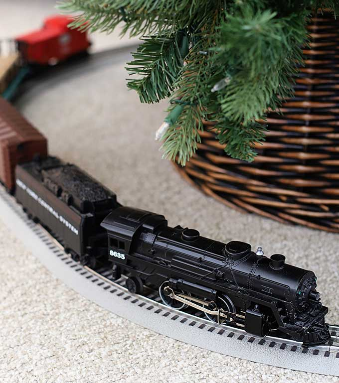 Lionel Christmas Train.Lionel Trains Around The Christmas Tree House Of Hawthornes
