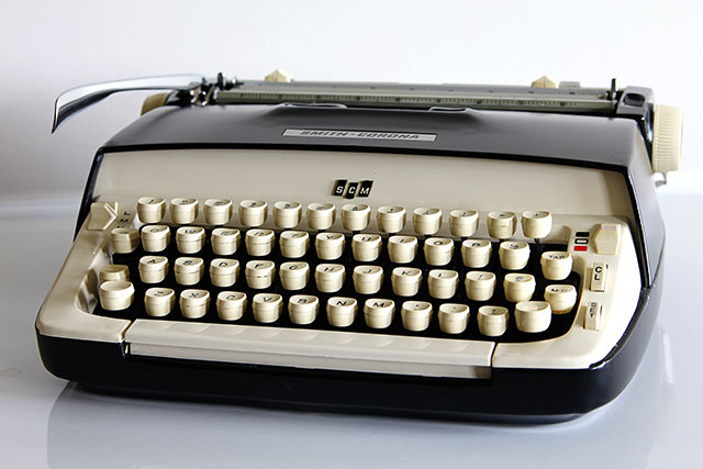 Top ten thrift store shopping tips for making the most out of your thrifting trip - 1960's Royal Galaxie Typewriter