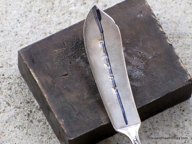 Easy to follow silverware stamping tutorial. Great idea for wedding favors or handmade gifts. via houseofhawthornes.com