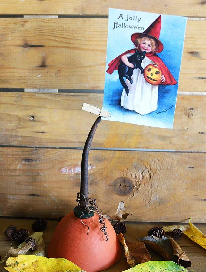 Repurposed Oil Can: Pumpkin Photo Holder