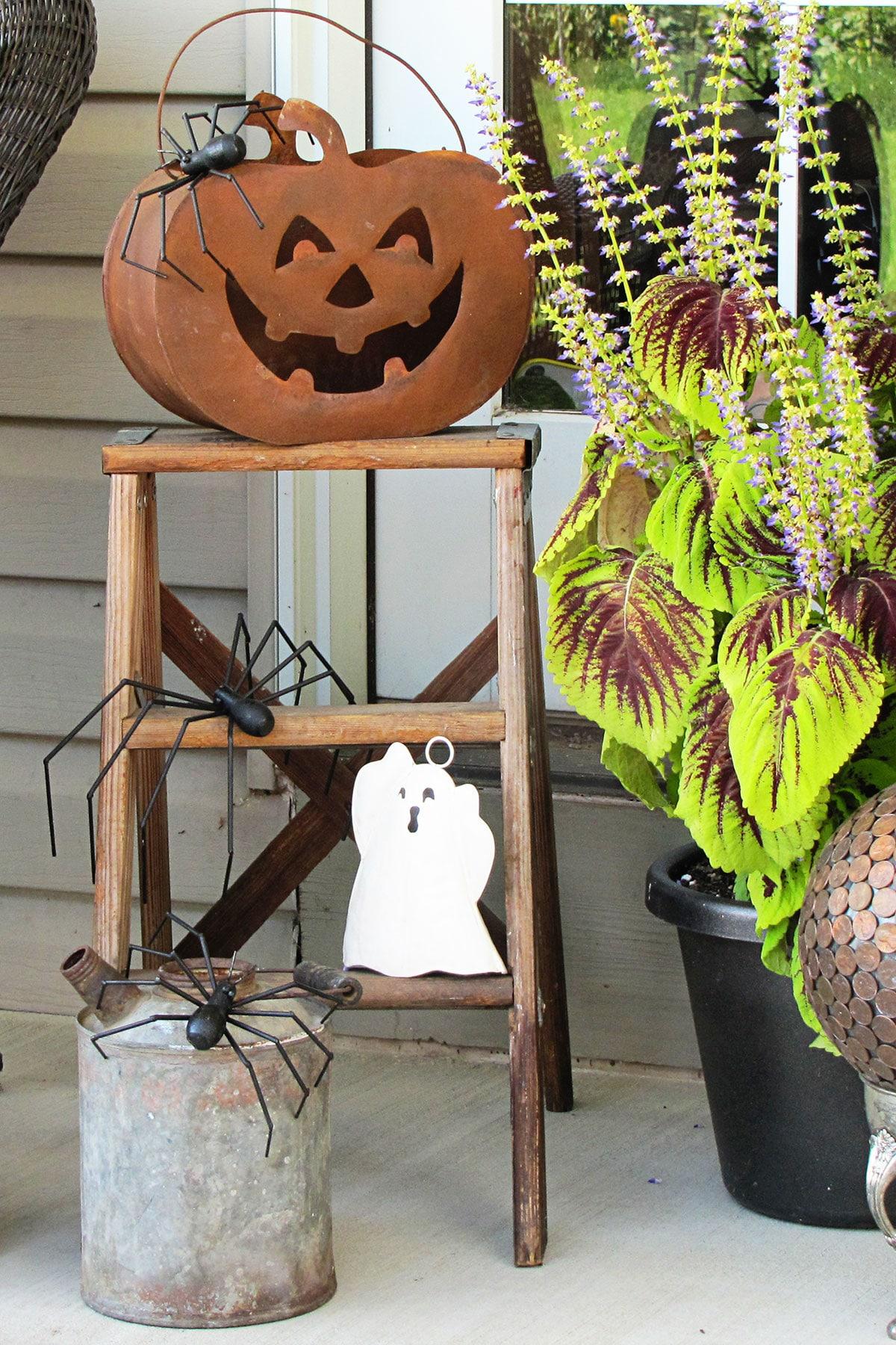 Halloween step ladder decor.