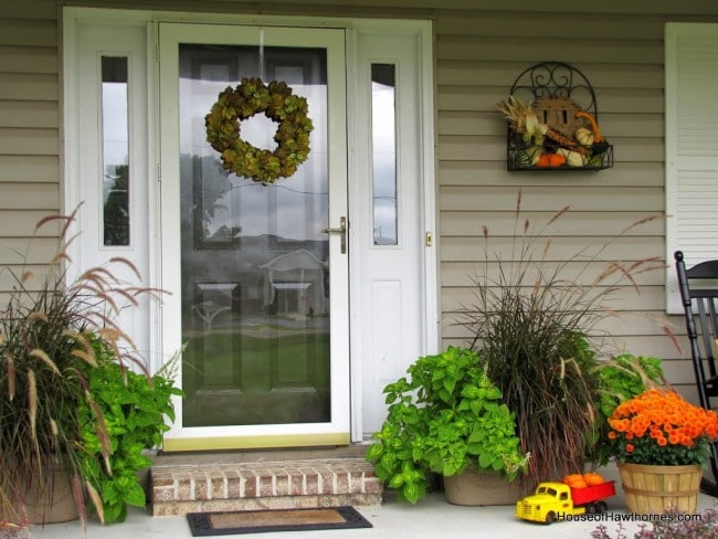Fun fall front porch decor - from houseofhawthornes.com