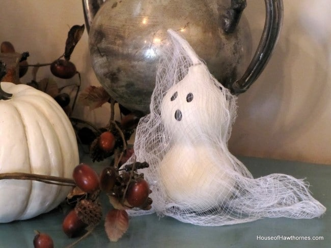 Ghosts made from gourds from houseofhawthornes.com
