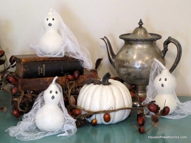 Taking fall decor from Halloween to Thanksgiving courtesy of some vintage turkey salt and pepper shakers. via houseofhawthornes.com
