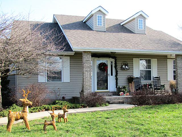 Festive DIY winter front porch decor including lots of vintage and thrift store decorating ideas. via houseofhawthornes.com