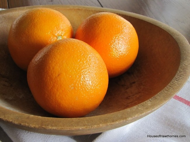 How to make cloved oranges aka a pomander. A simple, inexpensive way to add traditional holiday decor (and aroma) to your home. via houseofhawthornes.com