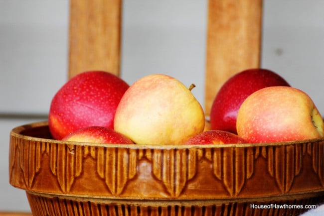 Beautiful Gala apples in a vintage mixing bowl - fall perfection in a bowl via houseofhawthornes.com