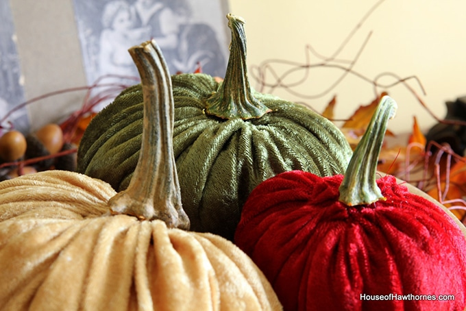 Tutorial for how to make velvet or fabric pumpkins for your fall home decor. They are a cute, quick and easy DIY craft project for autumn.