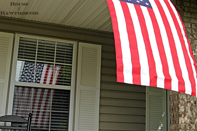 Patriotic porch decor for the 4th of July or Memorial Day. Lots of inspiration for your outdoor summer decorating.