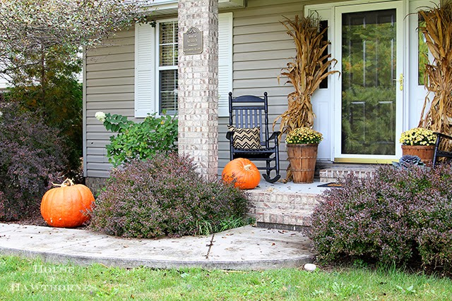 Giant pumpkins for fall decor @ houseofhawthornes.com