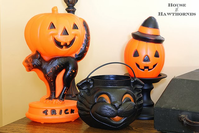 vintage style halloween party decor with blow molds and honeycombs - Antique Halloween Decorations