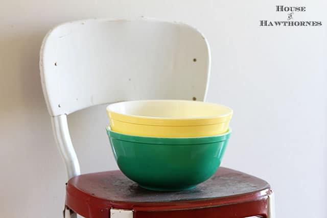 Vintage 403 Pyrex mixing bowls