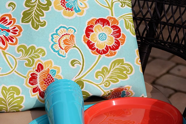 Using aqua and coral on the outdoor patio - from houseofhawthornes.com