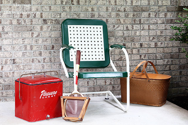 Easy to follow DIY tutorial on how to paint a vintage metal lawn chair. Or any metal chair for that matter!