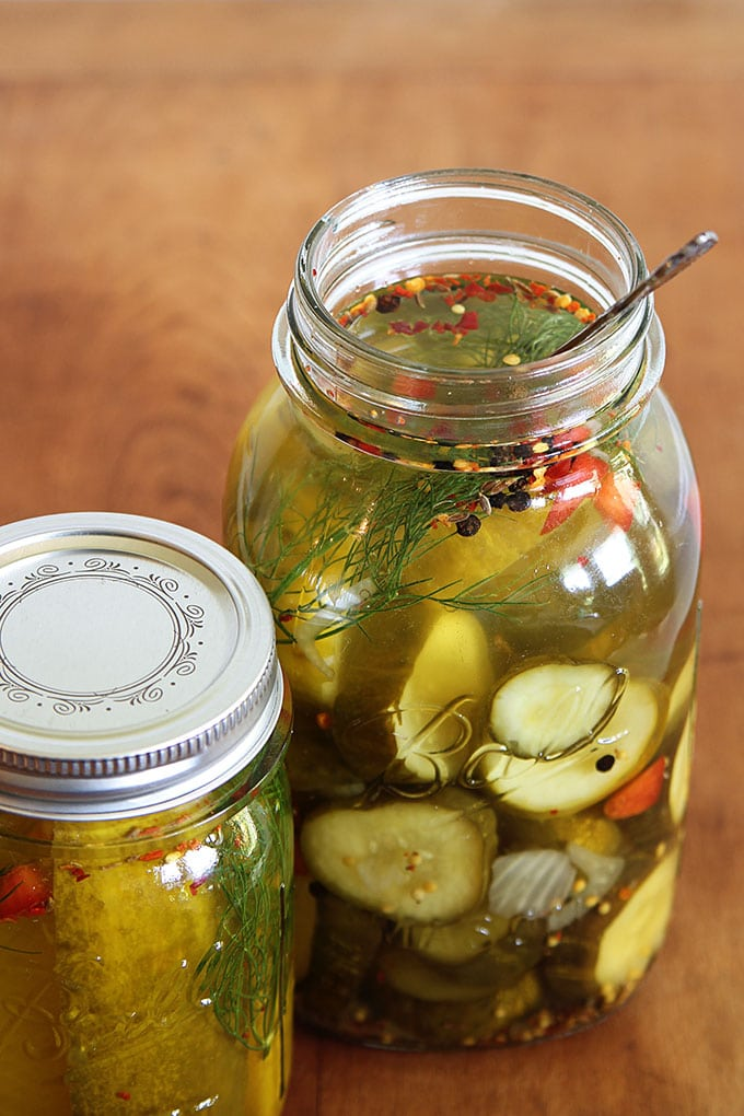 Easy recipe for crisp and delicious garlic dill refrigerator pickles