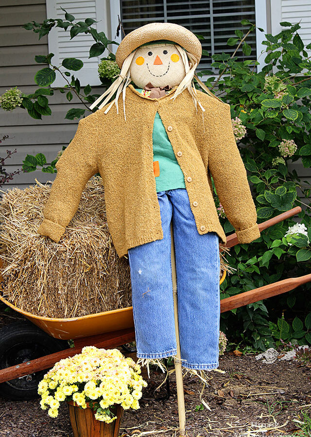 Over 20 scarecrow ideas for your fall home decor. Scarecrows are not just for the garden anymore!