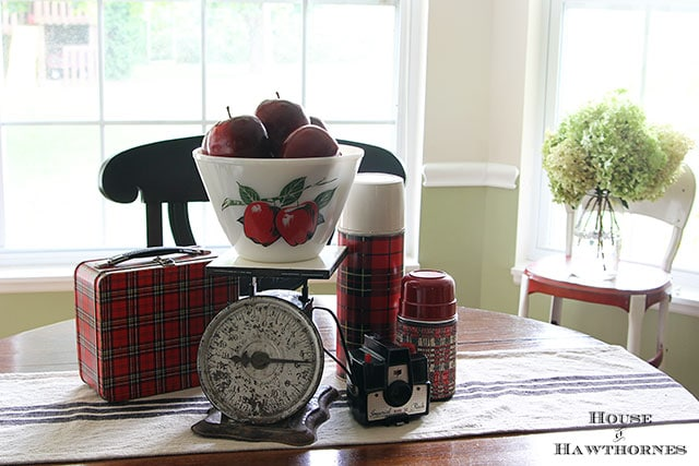 Fall apple vignette for the kitchen table via houseofhawthornes.com