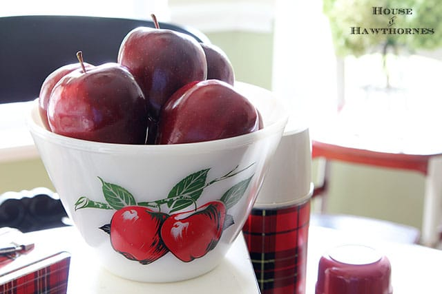 Vintage Fire King apple bowl is part of a fall apple vignette for the kitchen table via houseofhawthornes.com