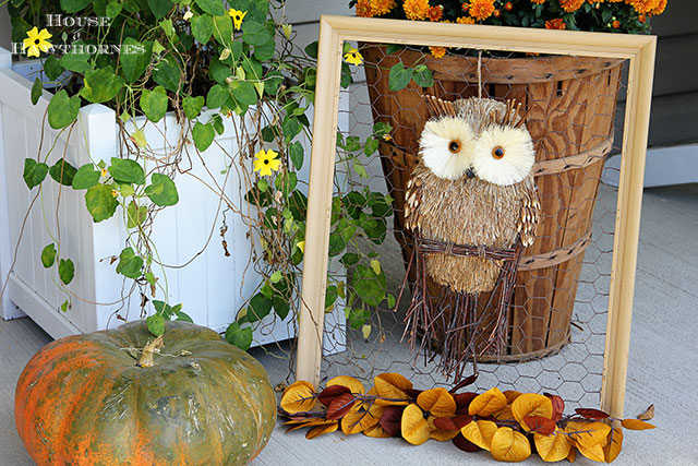 Non traditional fall wreath house of hawthornes for Chicken wire craft ideas