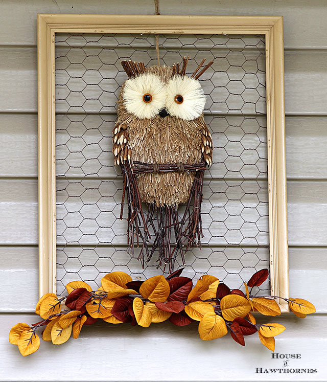Tired of your traditional fall wreath? Make a framed chicken wire owl for your door instead. A super quick and easy fall home decor DIY project.