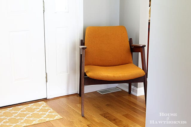 Vintage mid century modern chair in an eclectic vintage entryway via houseofhawthornes.com