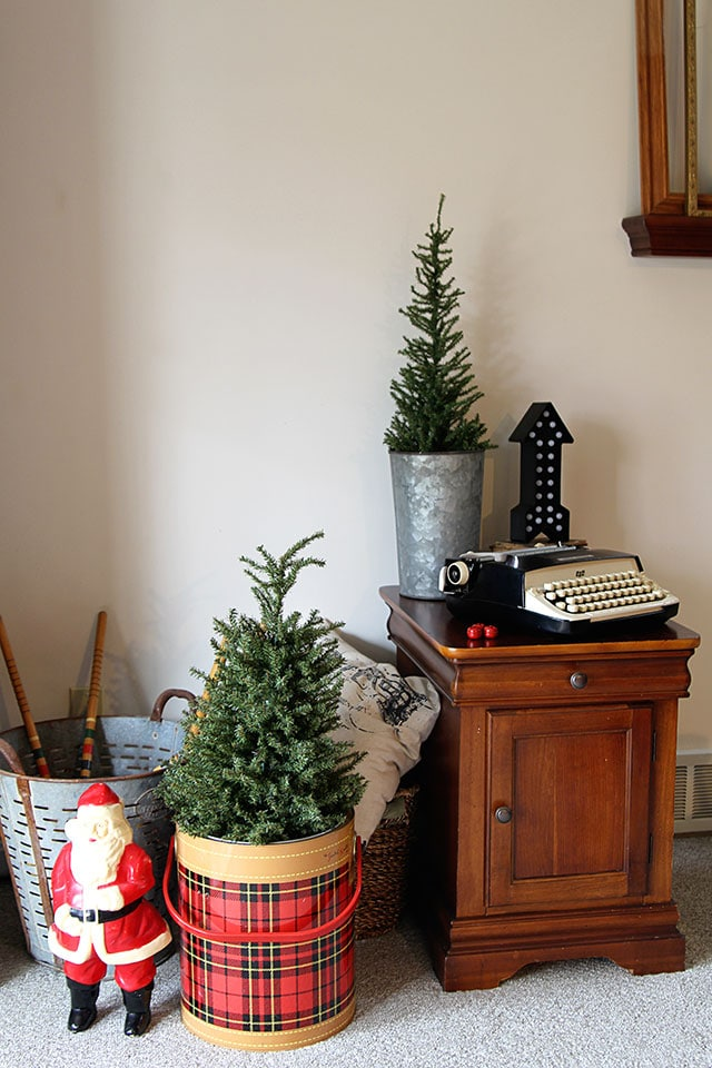 a holiday house tour with lots of christmas decorating ideas including many vintage christmas decorations