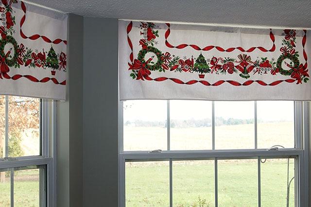 Christmas in the kitchen house of hawthornes - Como decorar una cocina rustica ...