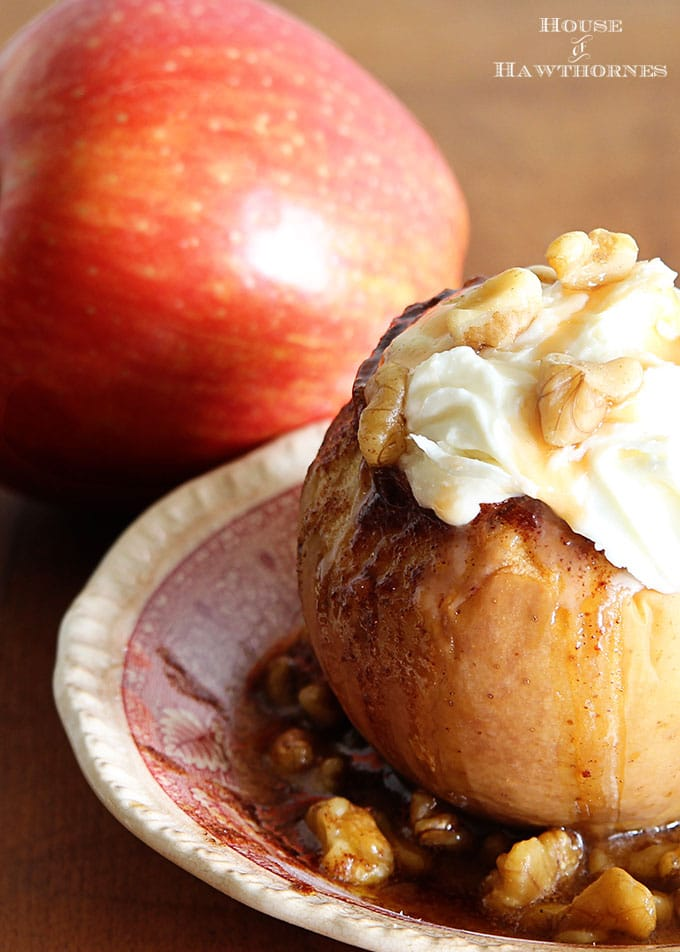 The BEST Baked Apple Recipe! This classic fall dessert is super easy ...