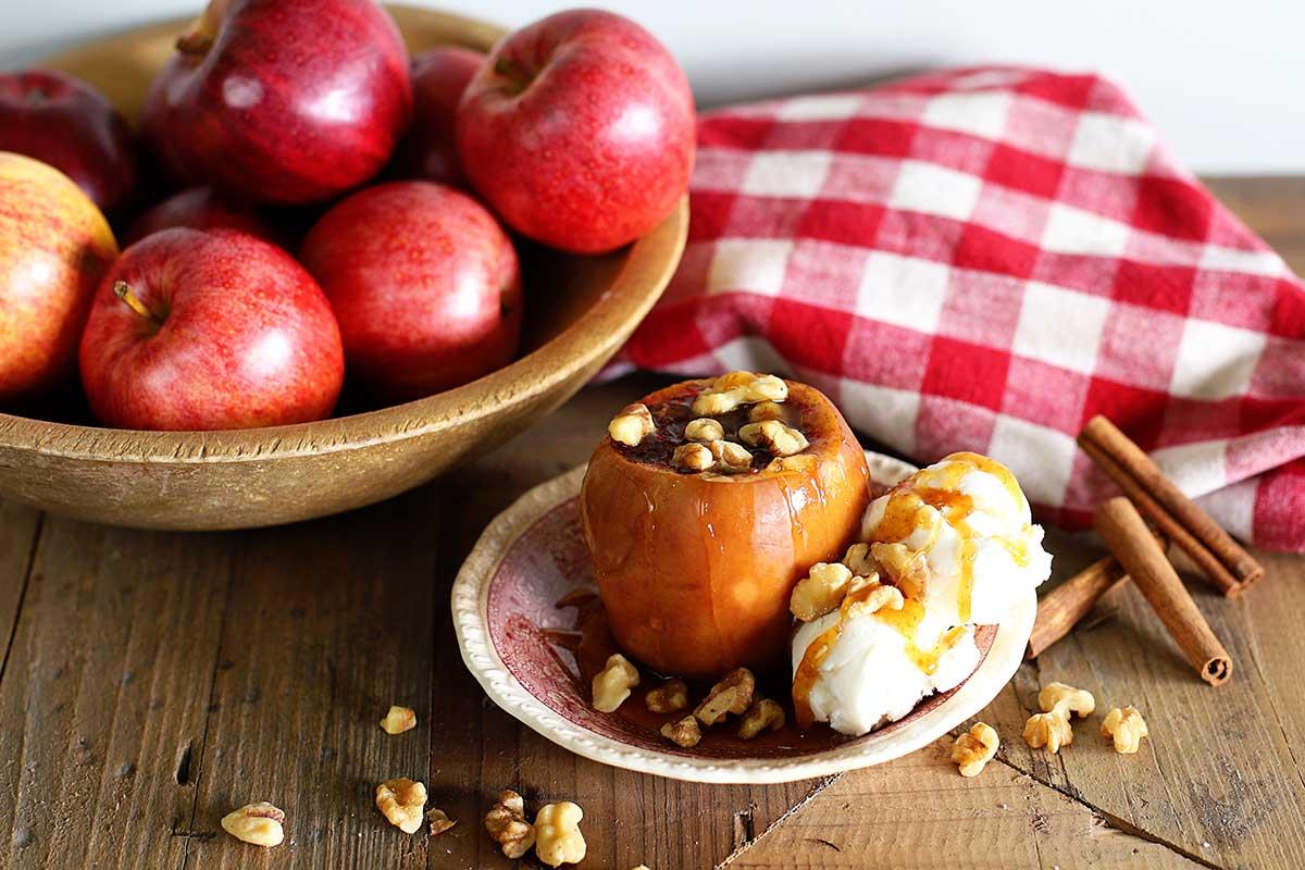 BEST crock pot baked apple recipe