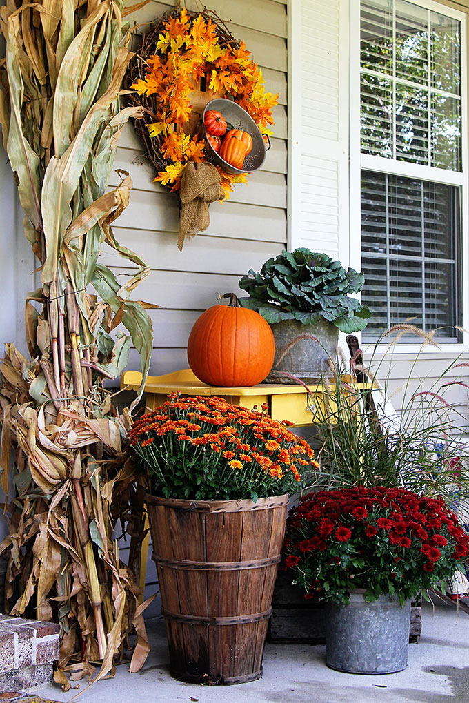 Fall porch decor farmhouse style house of hawthornes for Fall patio decorating ideas