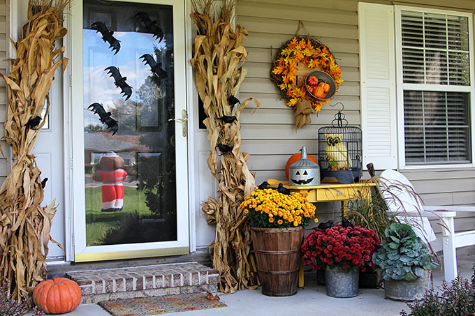 Quick and easy Halloween decorating ideas for your porch. An inexpensive  way to transition the