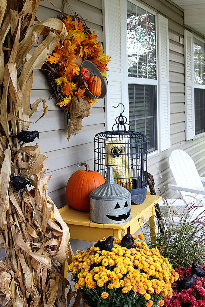 5 festive fall porch ideas to copy house of hawthornes for Decoration exterieur halloween