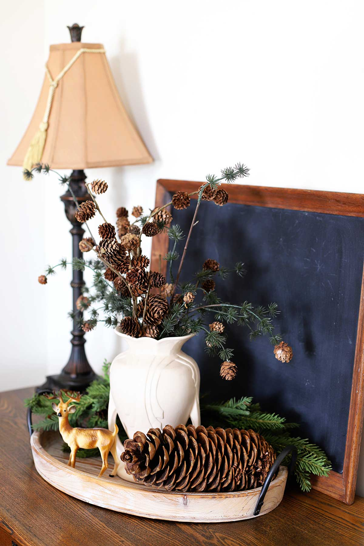 How to use pinecones in winter decor