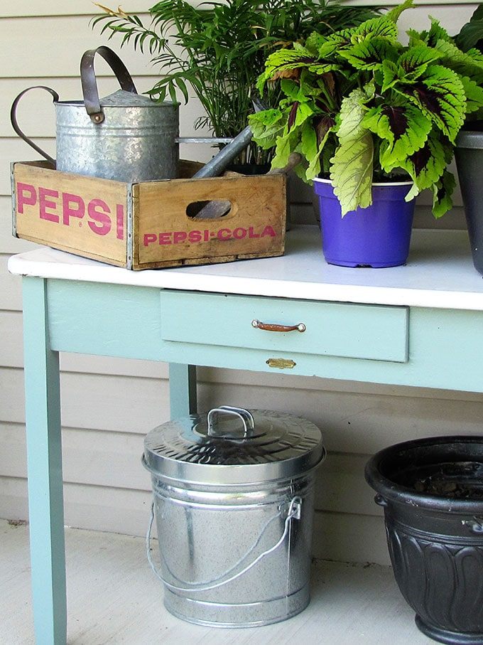 10+ inexpensive and inspiring DIY potting bench ideas to get you in the mood for spring gardening. They could also be used as a serving station on your porch, deck or patio.