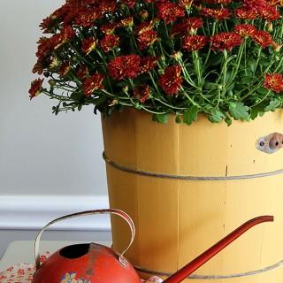 Rustic-Wooden-Planter-Repurposed-Ice-Cream-Maker-4730