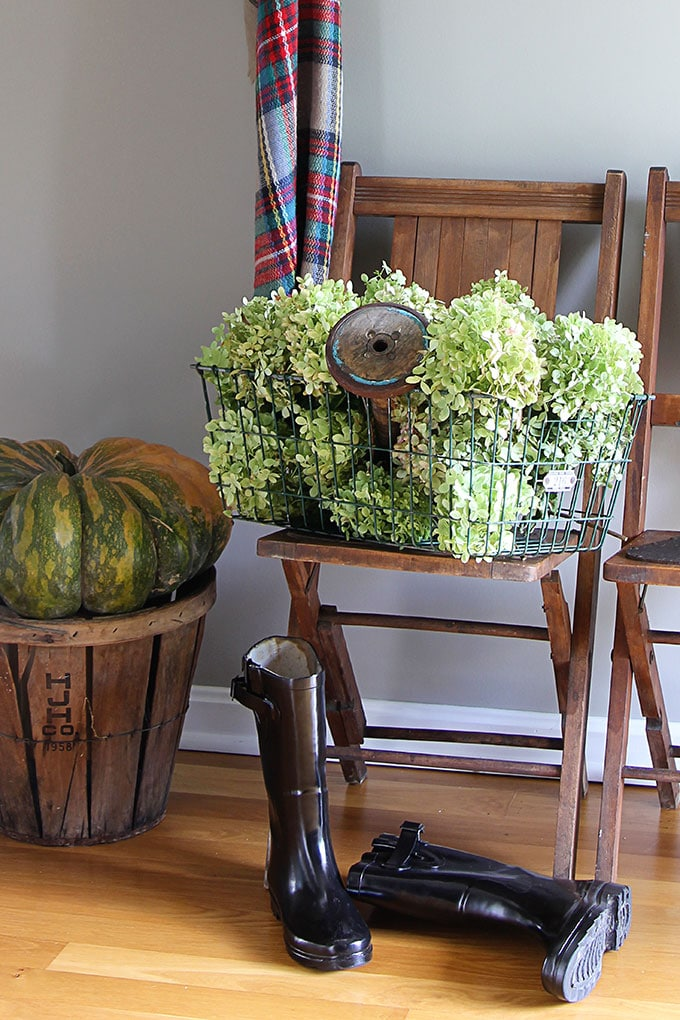 Quick and easy ideas for fall decor in the entryway using hydrangeas and thrift store finds. LOTS of seasonal vintage eclectic home decor inspiration.