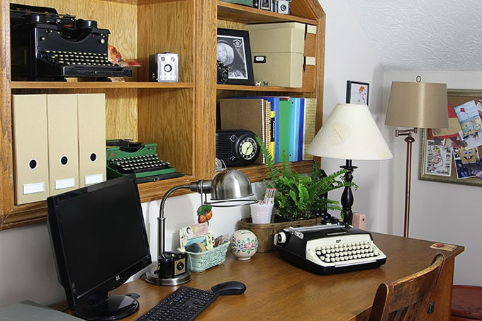 Vintage Home Office | Home office ideas with an eclectic vintage design style. An office, craft room or studio doesn't have to be boring if you give it some personality!