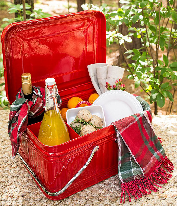 Retro tin picnic basket for 4th of July
