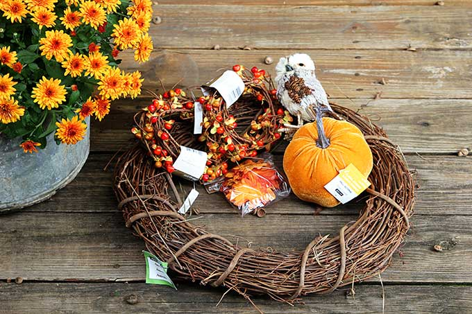How to make fall wreaths for your front door.