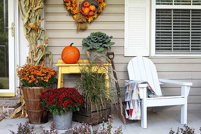 Fall porch decor in farmhouse style