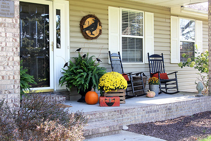 Decorating front porch for Halloween