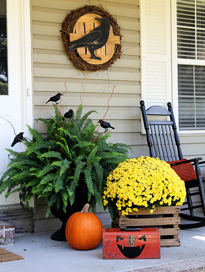Halloween Porch Decorations: A Quick & Easy Switch Out