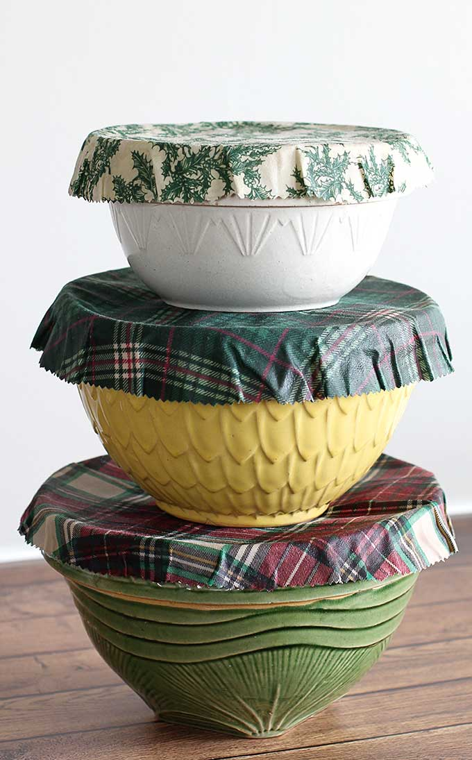 Reusable beeswax bowl covers for the holiday season. #christmas #ecofriendly #beeswaxwraps #foodstorage