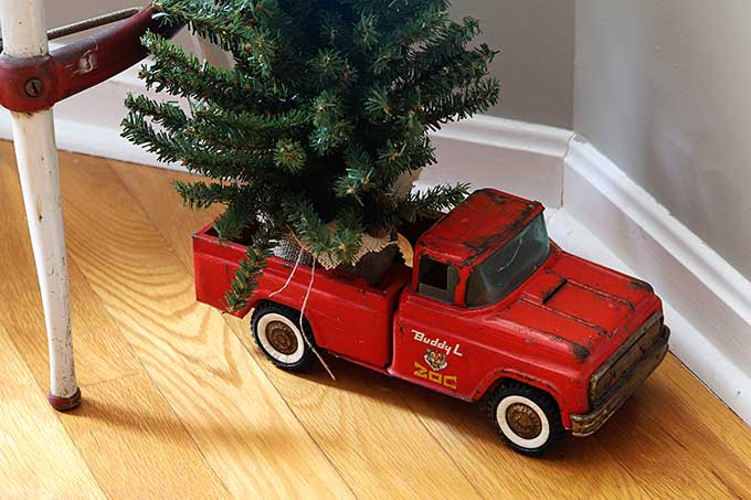 Red Buddy L zoo truck