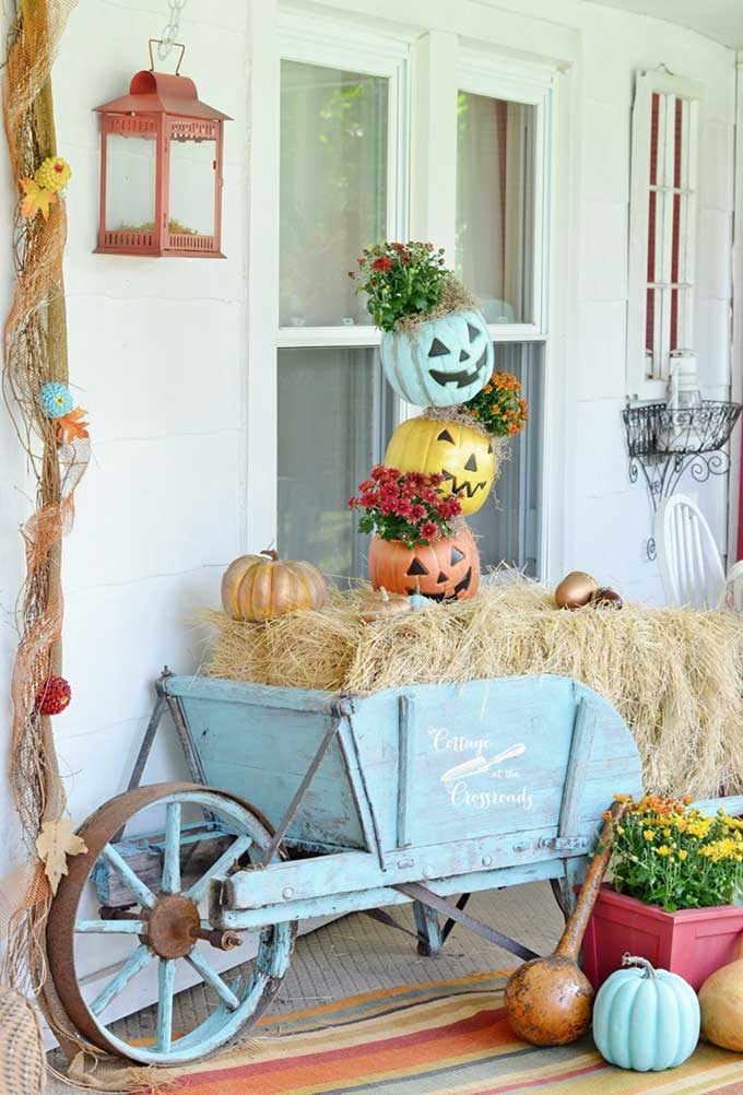 Fun topsy turvy pumpkin idea from Cottage At The Crossroads