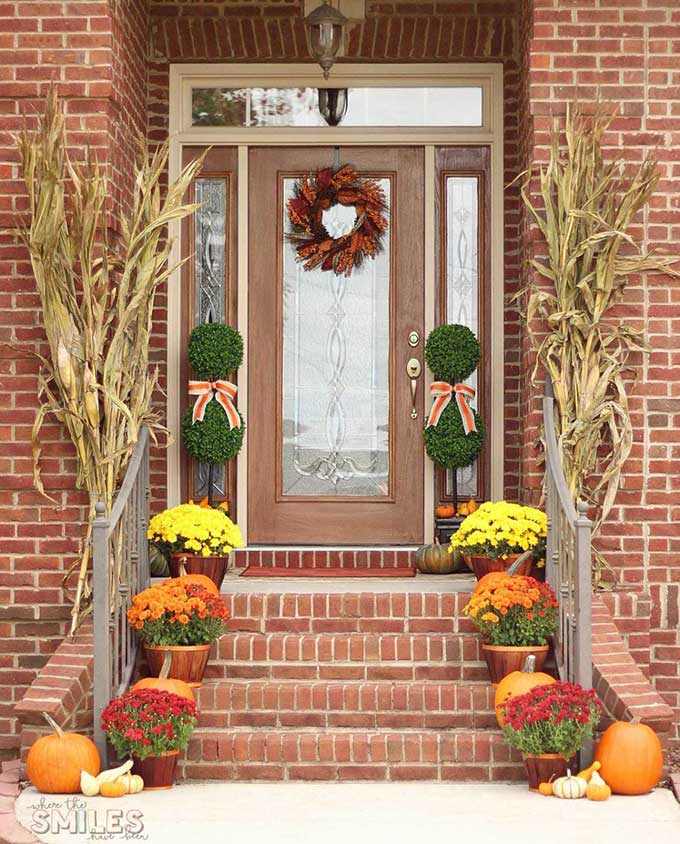 Traditional fall porch decor from Where The Smiles Have Been