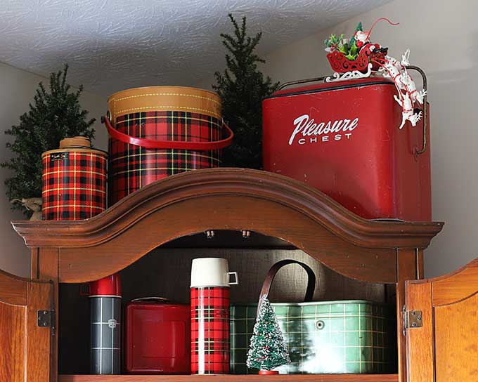 Using thermoses in Christmas decor
