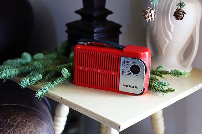 Vintage Motorola Pixie radio